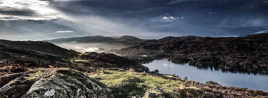 Pure Natur in der Region Cumbria: Coniston Water ist der drittgrößte See im englischen Lake District