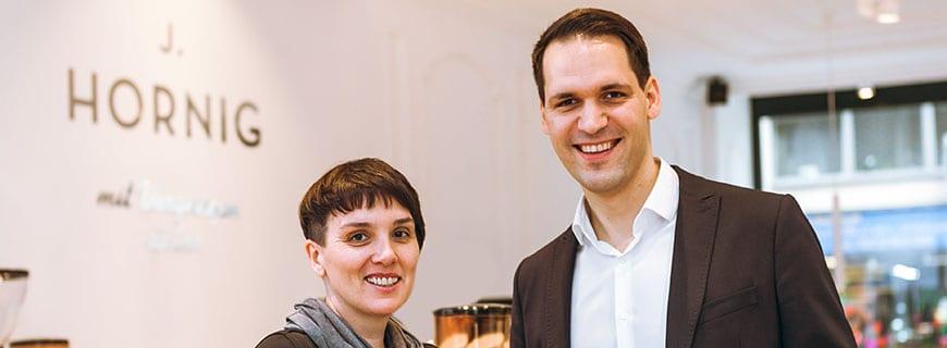 Barbara Bauer, Geschäftsführerin der neuen J. Hornig Kaffeebar, und J.-Hornig-Geschäftsführer Johannes Hornig