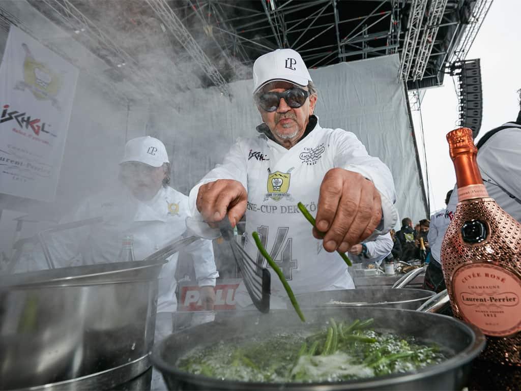 Karl Baumgartner aus Südtirol bei der kulinarischen Prüfung