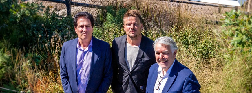 Von links nach rechts: Ziel Feldman, Chairman und Founder von HFZ Capital Group, Bjarke Ingels, Founding Partner von BIG (Bjarke Ingels Group) mit Neil Jacobs, Chief Executive Officer von Six Senses Hotels Resorts Spas