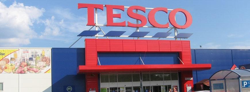 Der britische Supermarktriese Tesco sieht sich aufgrund irreführender Verpackungsaufschriften mit Vorwürfen der Verbrauchtertäuschung konfrontiert.