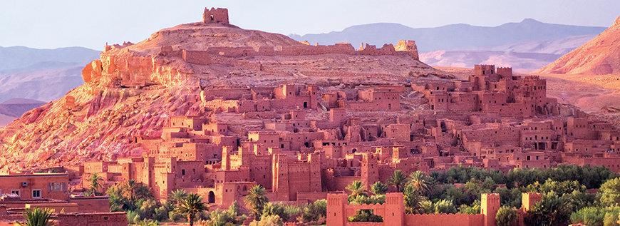 Marokkos Landschaft mit Steinbauten
