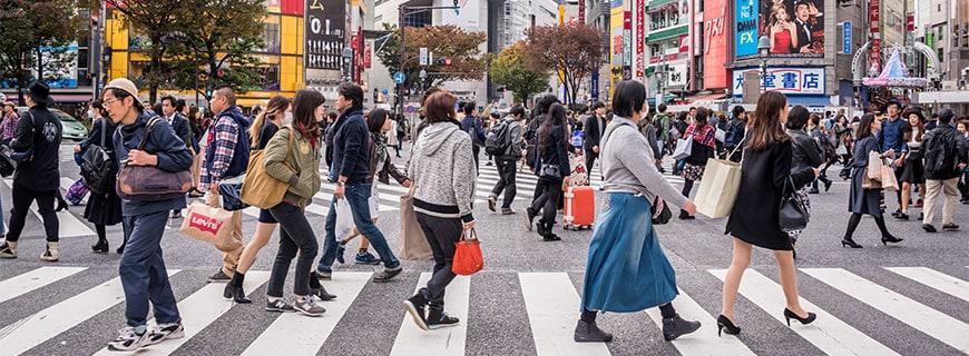 Menschenmassen in Tokios Innenstadt
