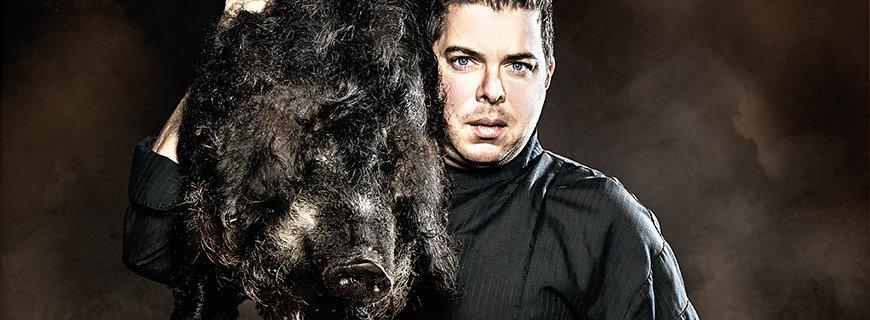 Peter Zinter mit einem Wildschweinkopf