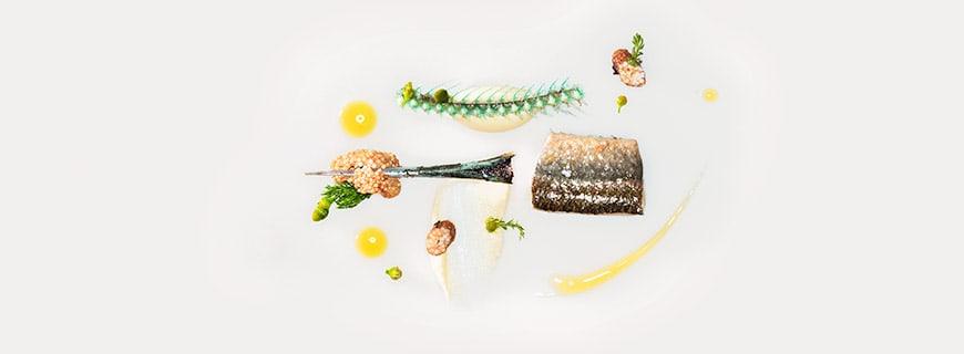 Sud aus Kamillen-blüten | Hornhecht | Kartoffelcreme | Frittierter Rogen by Heiko Antoniewicz