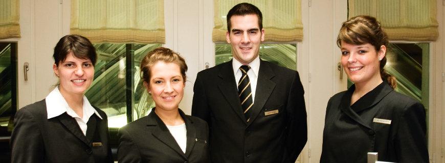 4 HotelmitarbeiterInnen