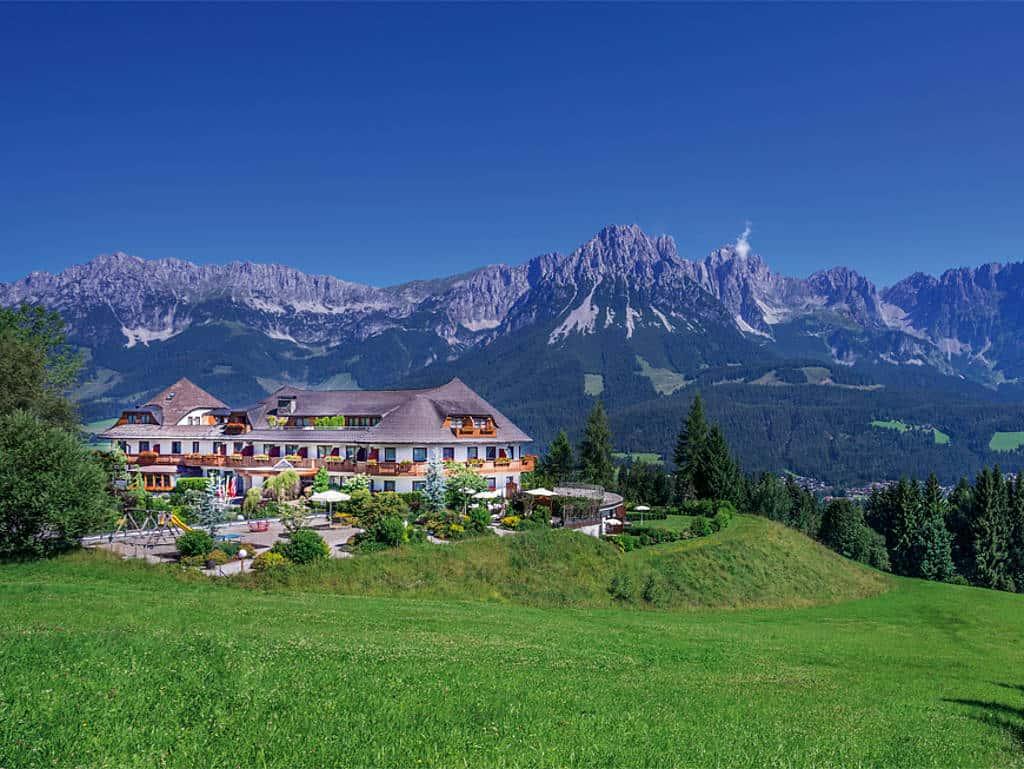 Idyllisch in den Bergen gelegen: Hotel Kaiserhof