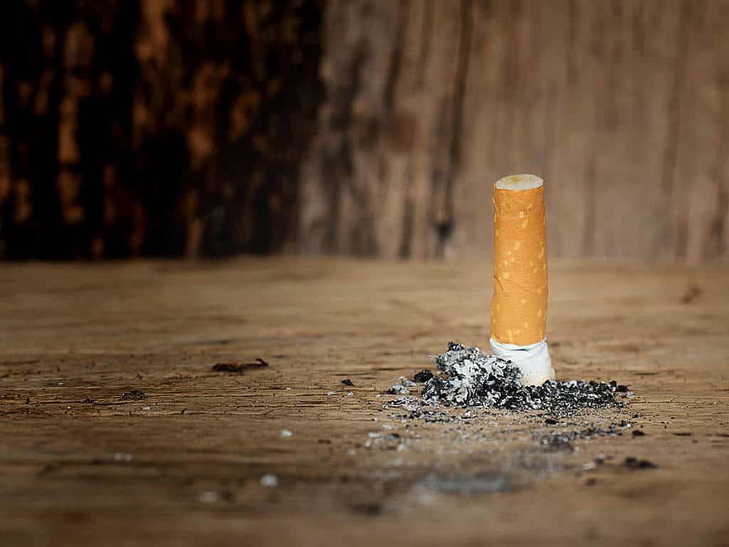 ausgedempfter zigarettenstummel