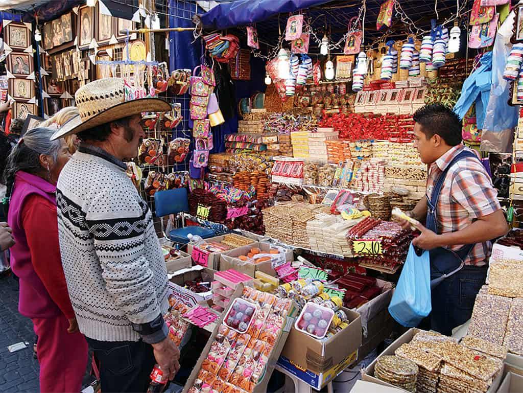 Buntes Treiben: Straßenmarkt in der Nähe des Plaza de las Americas