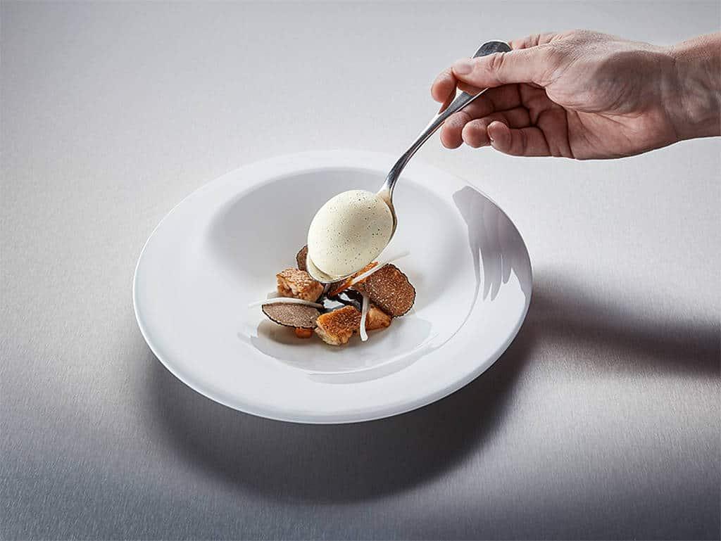 Huhn im Ei, knusprige Chickenwings, Spargel