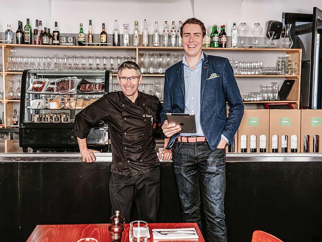 Koch José (li.), hier mit dem Gründer Thomas Primus (re.), war Impulsgeber für die Entstehung von FoodNotify.