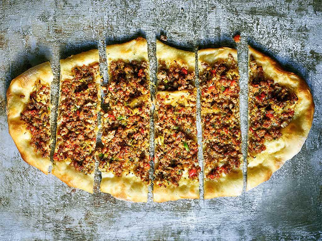 """Die """"Arabische Pizza"""" Lahm Bi Ajin"""