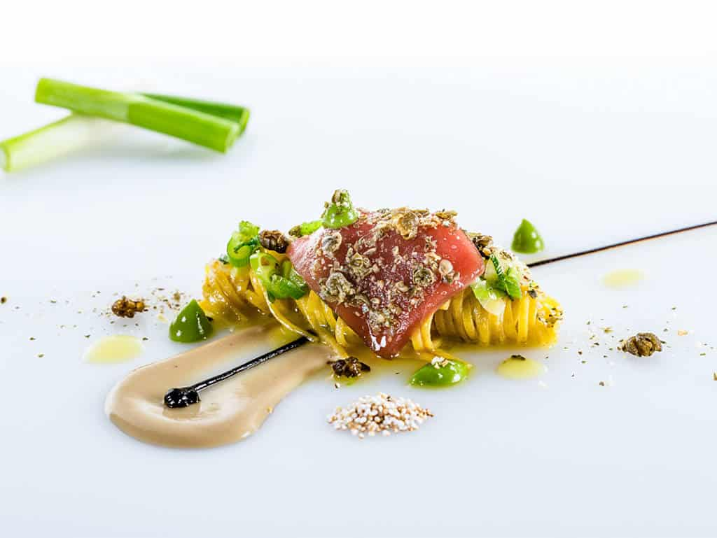 Kamutspaghetti mit Thunfisch Zwiebellauch und Kapern