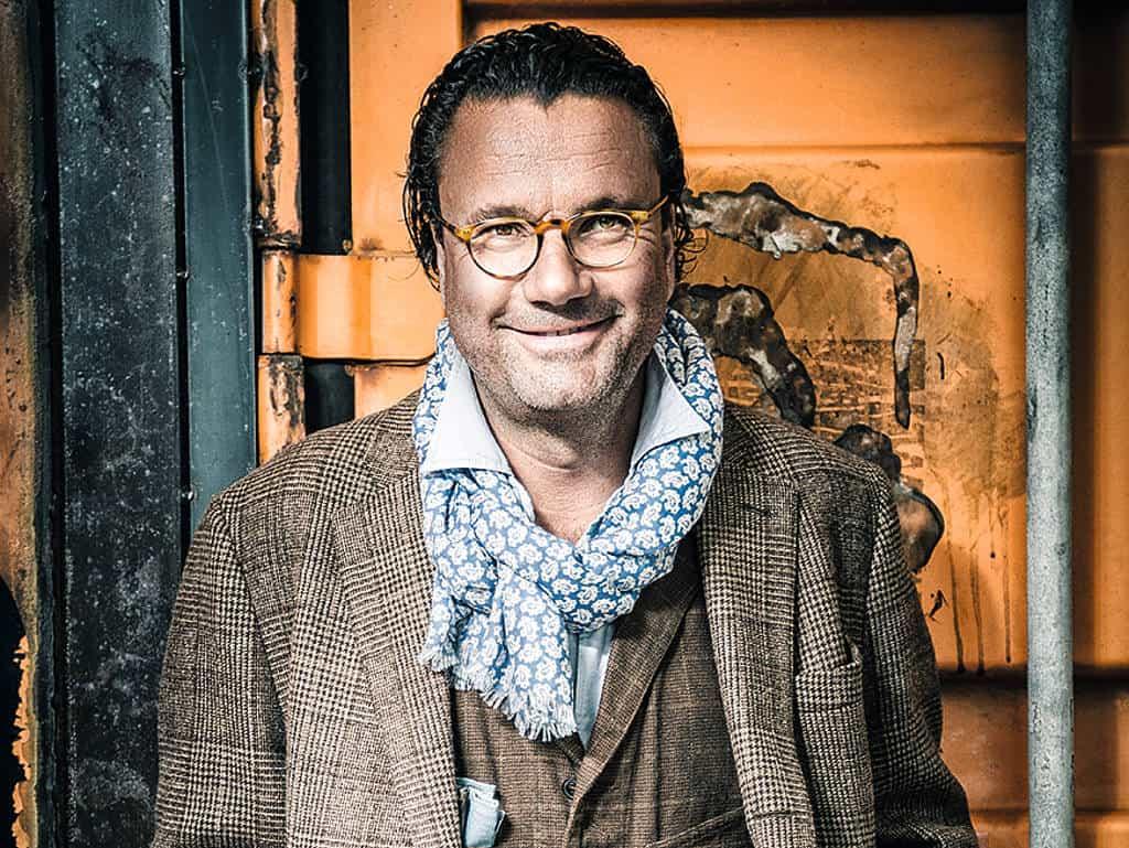 Christoph Hoffmann lächelt in die Kamera