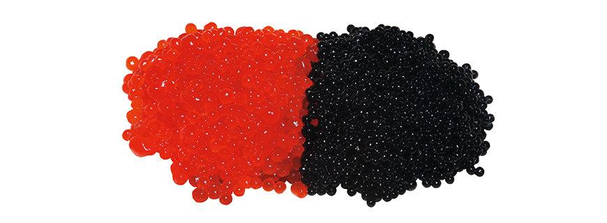 roter Kaviar aus Lachseiern und schwarzer Belugakavair
