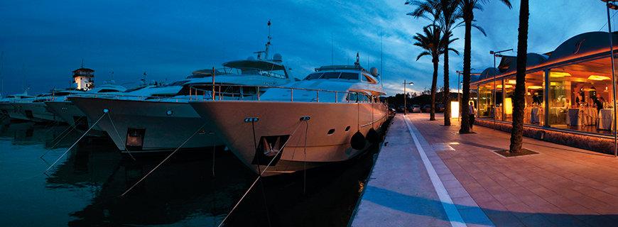eine Yacht im Hafen von Mallorca