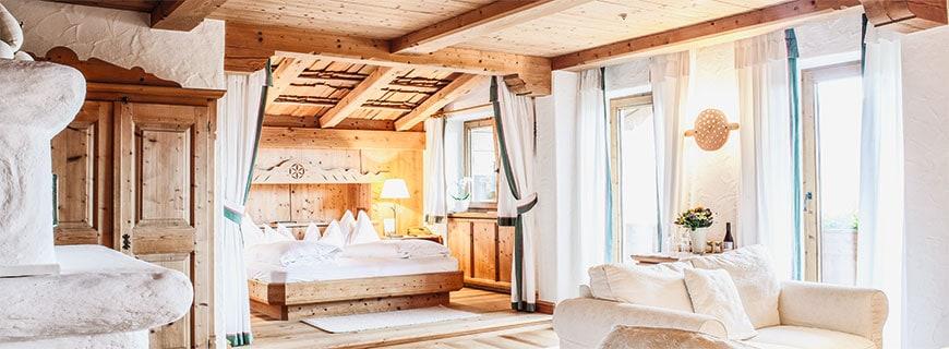 Liebevoll gestaltete Suiten sorgen für eine absolute Wohlfühl-Atmosphäre.