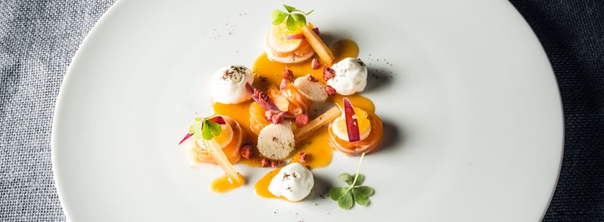 KIMCHII OF CHAR (Seesaibling | Salzlake | Kimchii | Apfel | Joghurt | Zwiebel | Saiblingskaviar | Kaffee | Erdbeere | Sauerklee)