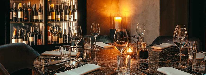 Schick-cooles Design im Restaurant Grill & Bar by Juan Amador.