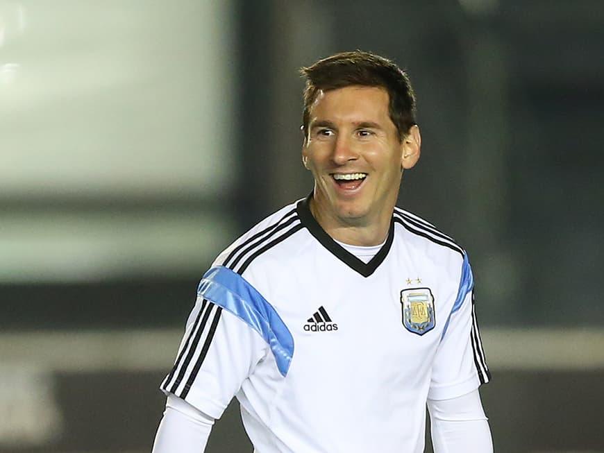 Fußballstar Lionel Messi lachend