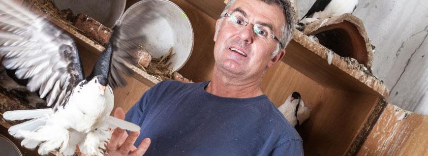 Gerhard Methlagl mit einer weissen Taube