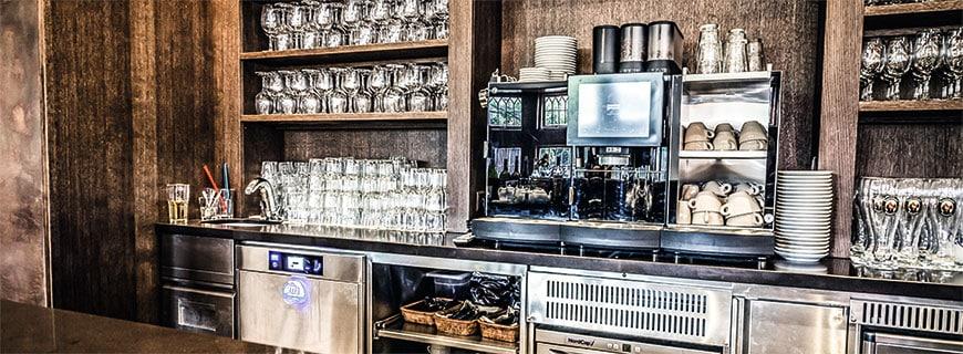 Die Untertischgeschirrspülmaschinen von Meiko machen sich dort klein, wo mehr Platz für Gäste gebraucht wird – kommen aber groß raus, wenn es darum geht, Gläser und Geschirr sauber und hygienisch einwandfrei zu reinigen.