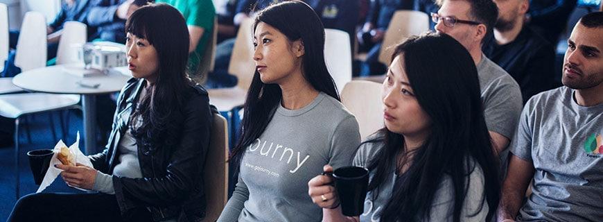 Teilnehmer des Metro Accelerator in einem Meeting