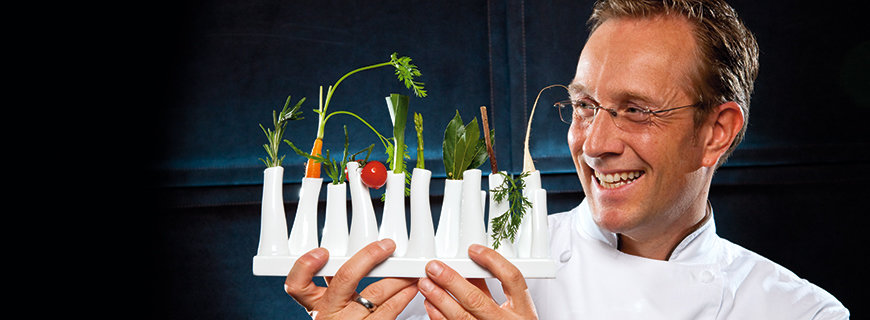 3-Sterne-Koch Nils Henkel mit Gemuese