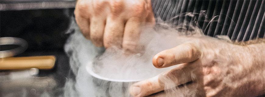 Kreativ-Werkstatt: In René Franks Coda Dessert Bar rauchen nicht nur die Köpfe.