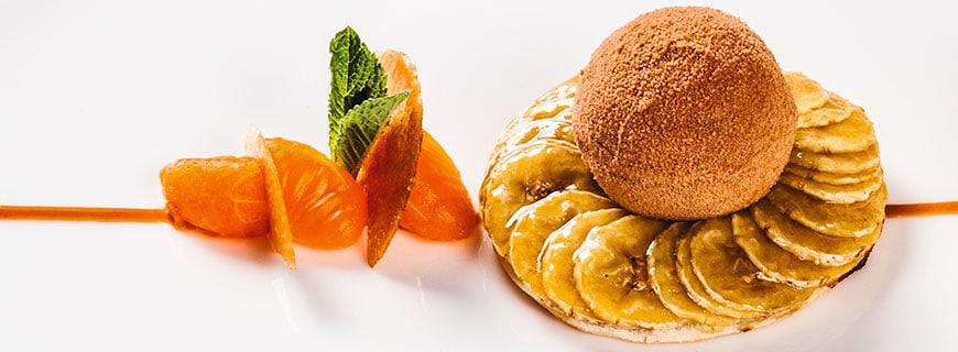 Giunduja-Mousse mit Meersalzkaramell und Mandelmilcheis