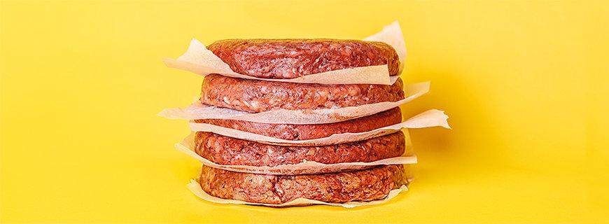 Sieht aus wie Fleisch, schmeckt wie Fleisch, blutet wie Fleisch: Es gibt mittlerweile Firmen wie Impossible Food und Beyond Meat, die sich auf rein pflanzliche Produkte spezialisiert haben.