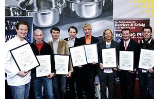 Die Besten der Besten der Gastronomie mit Auszeichnungen in der Hand