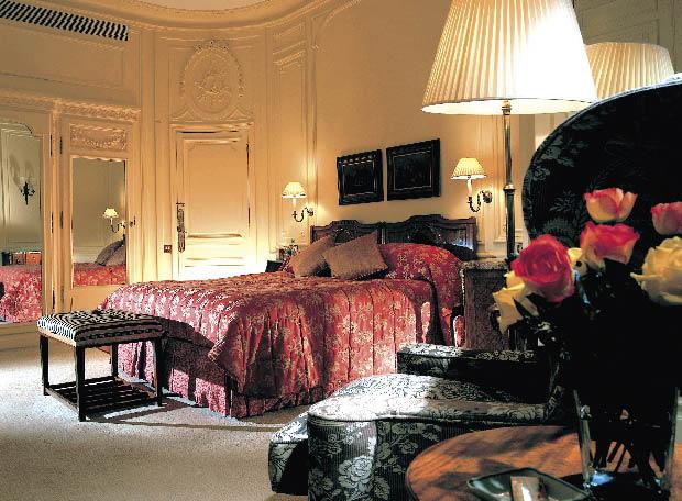 eine Suite des Savoy Hotels in London