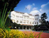 Das Raffles Hotel in Singapur von Außen fotografiert