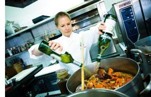 Cornelia Poletto in der Küche