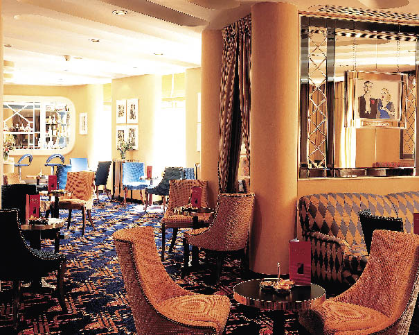 die Lobby des Savoy Hotels in London