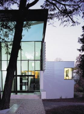 moderne Architektur, Haus großteils bestehend aus Glas