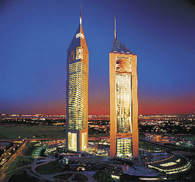 Emirates Towers Hotel bei Nacht