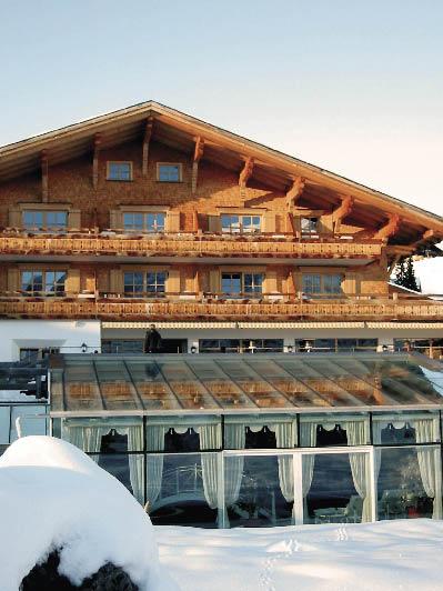 Frontansicht des Arlberg Resort hotels