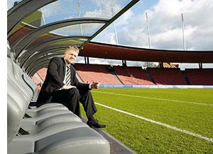 Reinhard K. Sprenger im Fußballstadion