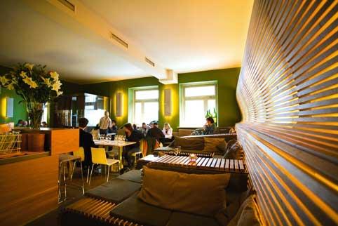 modernes, urbanes Ambiente, warme Grüntöne und indirektes Licht so gestaltet sich das Rubico Restaurant