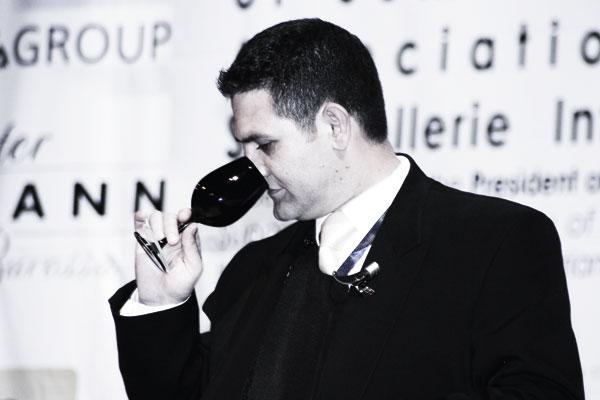 Die Europameisterschaft der Sommeliers, ein Mitglied der Jury verkostet