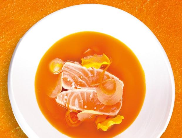 Lachs, Rooibush-Rauch, Süßkartoffel-Grapefruit-Dashi