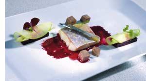 Seesaibling mit Pökelzunge, grünem Apfel, Cidre, Parakresse und Roten Rüben