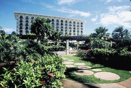 die parkanlage und das dazugehörige hotel sind zu sehen