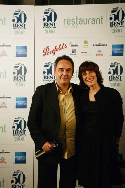 """Ein Mann und eine Frau posieren bei der Verleihung der """"The World's 50 best Restaurants 2006"""""""