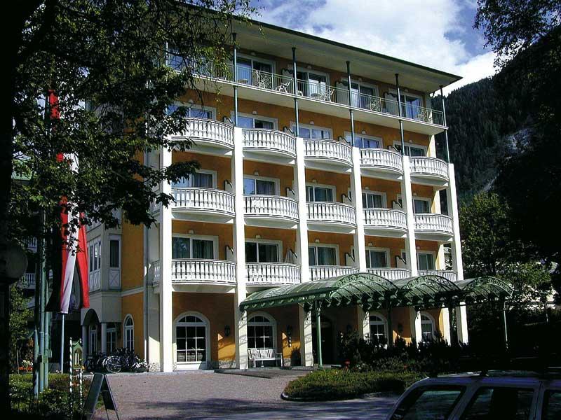 Frontansicht der Hotelfachschule Bad Hofgastein in Salzburg