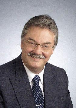 Hans Wiedemann im Anzug