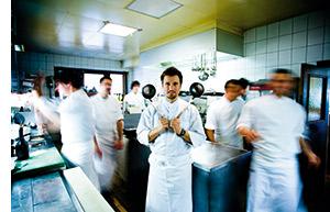 Gerhard Brugger in seiner Küche
