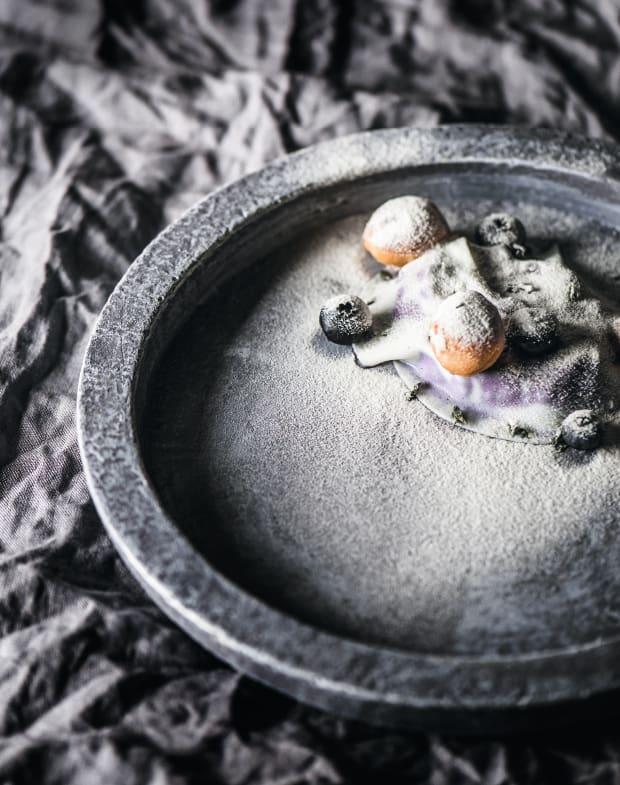 Heidelbeere mit Schafmilch, Thymian und Birne